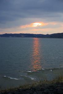鷹架沼の夕日 FYI00420146