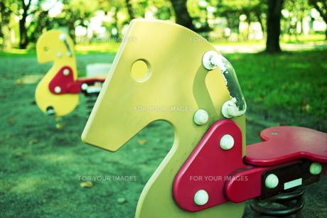 公園の遊具 FYI00421215