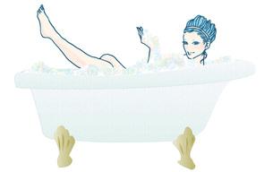 入浴する若い女性 FYI00421491