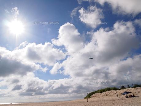 前浜と太陽と飛行機 FYI00421517