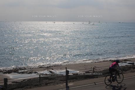 海辺を自転車で FYI00421714