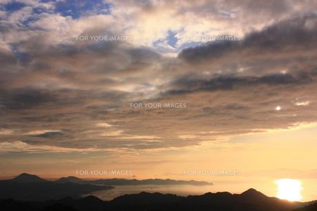 青空と夕日の共演 FYI00430028