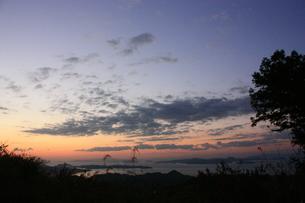 瀬戸内海と夕空 FYI00430030