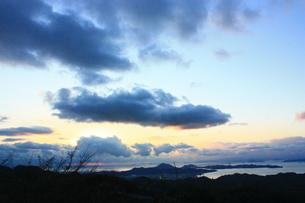 大きな雲に隠れる太陽 FYI00430041