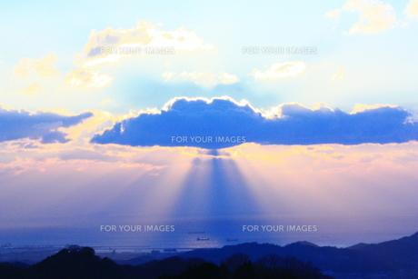 雲からのオーロラ FYI00430042