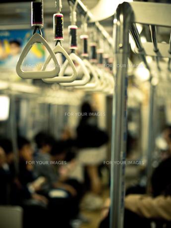 地下鉄車内 FYI00430557