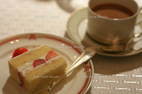コーヒーとケーキ FYI00432637