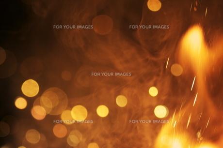 花火の光と炎 FYI00434517
