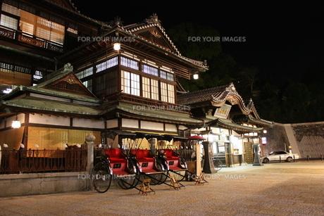 道後温泉 正門前 夜景 FYI00435763