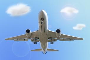 飛行機と青空と雲 FYI00447847