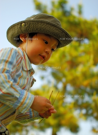 子供と散歩 FYI00448783