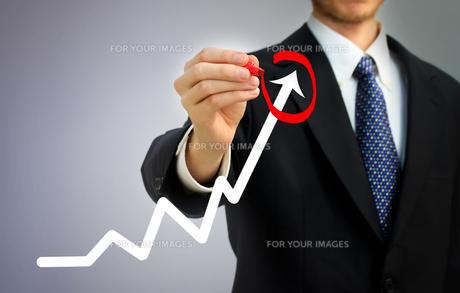 ビジネスマンとグラフ FYI00449588