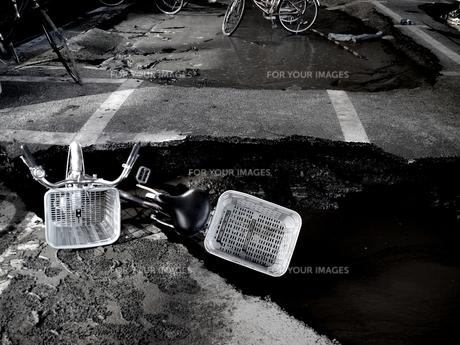 液状化と残された自転車 FYI00454366