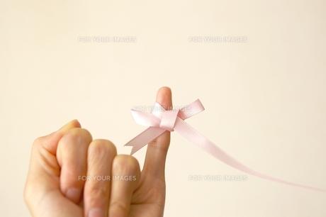 小指のリボン Fyi00455933 気軽に使える写真イラスト素材