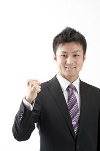 ガッツポーズのビジネスマン FYI00460036