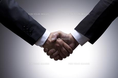ビジネスマン、握手 FYI00460463