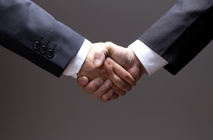 ビジネスマン、握手 FYI00460477