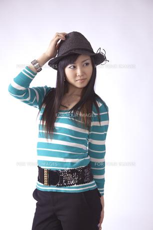 帽子をかぶった キュートな女の子の素材 [FYI00461369]