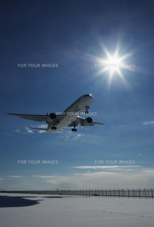 着陸態勢の飛行機 FYI00464308