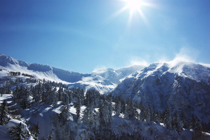 冬の十勝岳連峰 FYI00464322