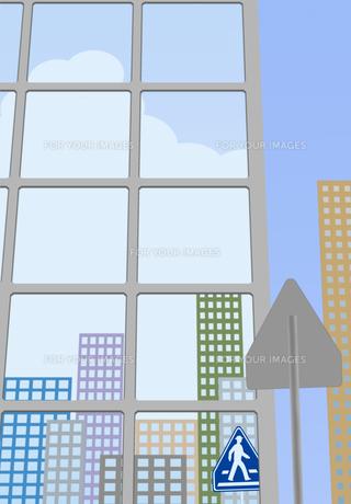横断歩道の標識が窓ガラスに映るビル街 FYI00466267
