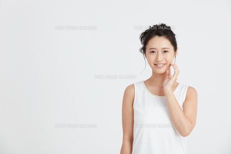 肌の綺麗な女性 FYI00466382