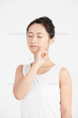 肌の綺麗な女性 FYI00466397