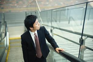 屋外のビジネスマン FYI00466586