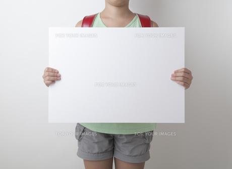 小学生とホワイトボード FYI00468996