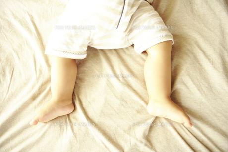 赤ちゃんの足 FYI00469726