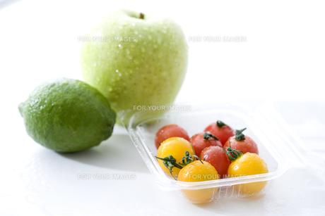 青リンゴとライムとミニトマト FYI00470327