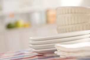 重ねた皿とカフェオレボウル FYI00470359