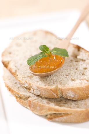 パンとマーマレードジャム FYI00470360