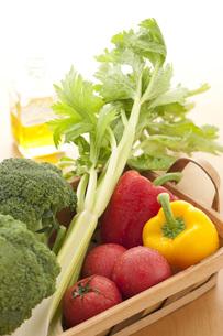 かごに入った野菜 FYI00470462