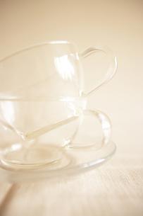 重なった透明なティーカップ FYI00470522