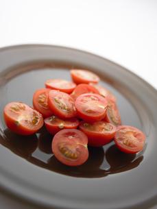 皿に盛ったプチトマト FYI00470605