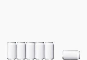 並んだ空き缶と倒れた空き缶 FYI00470707