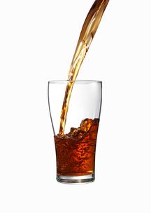 グラスに注がれる紅茶 FYI00470724
