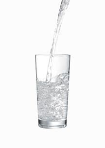グラスに注がれる水 FYI00470737