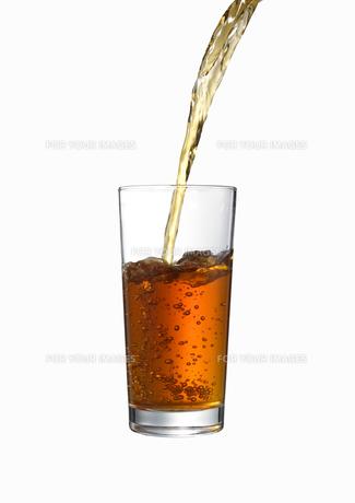 グラスに注がれる紅茶 FYI00470738