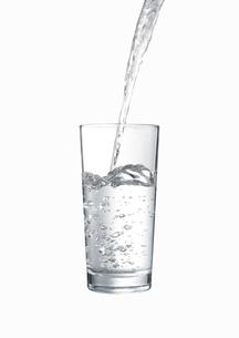 グラスに注がれる水 FYI00470740