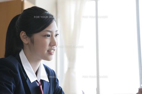 教室にいる女子高校生 FYI00471705