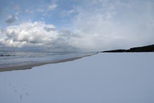 弓ヶ浜に広がる雪景色 FYI00473948