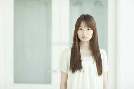 若い日本人女性のポートレート FYI00474051