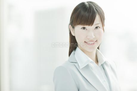 笑顔のビジネスウーマン FYI00474108