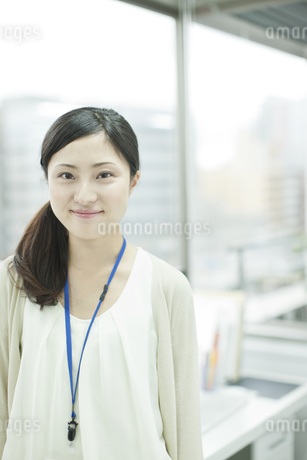 笑顔のビジネスウーマン FYI00474136