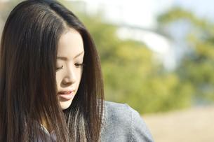 若い女性 FYI00476528