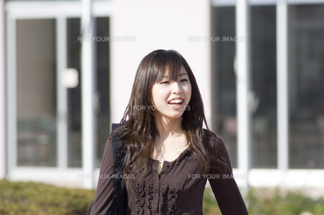 笑顔の女性 FYI00476538