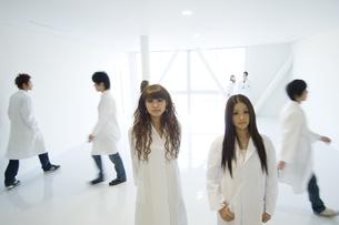 白衣を着た学生 FYI00476545