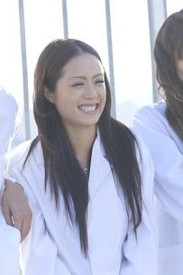 笑顔の女性 FYI00476559